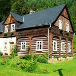 Projasněná fotografie podstávkového domu v Jetřichovicích od J. Laštůvky